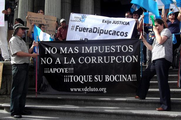 Manifestacion_20_agosto2016_en_contra_impuestos_02
